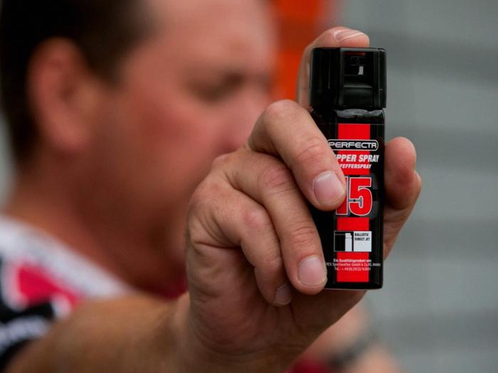 Прежде чем применять газовый баллончик, необходимо почитать правила его использования / Фото: lawsweb.ru
