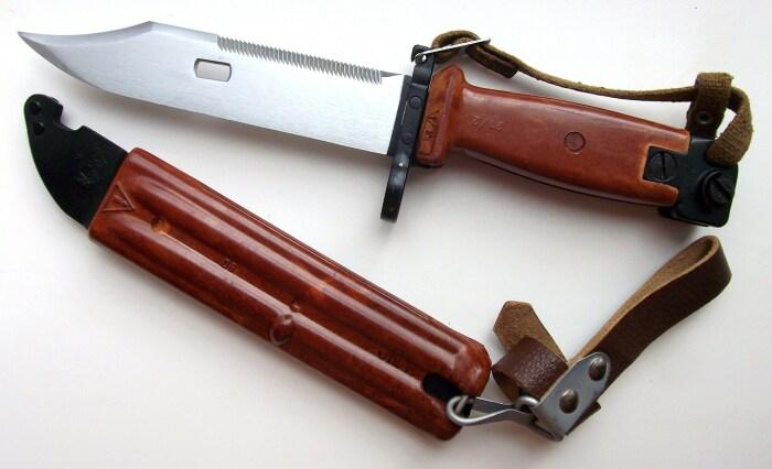 Для нарезки чего-то штык-нож не подходит, а в качестве штыка выполняет свою задачу на все 100% / Фото: militaris.ru
