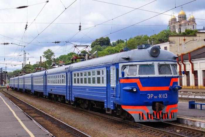 Со временем цветовая палитра была расширена, появились вагоны синего и голубого цветов / Фото: pfoto-rzd.com
