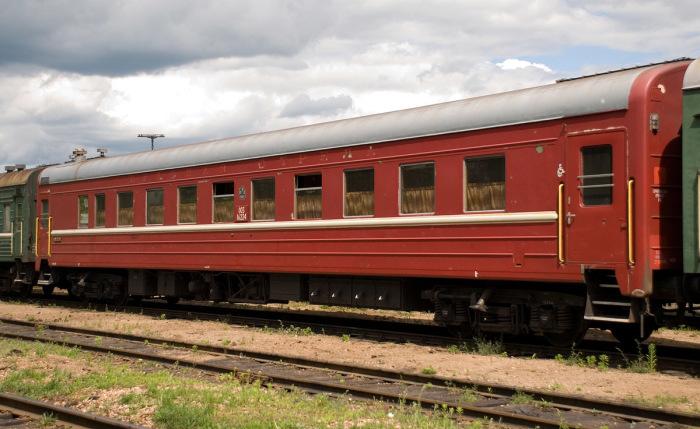 Краску «железный сурик» используют только для грузовых вагонов, для пассажирских - нет / Фото: train-photo.ru