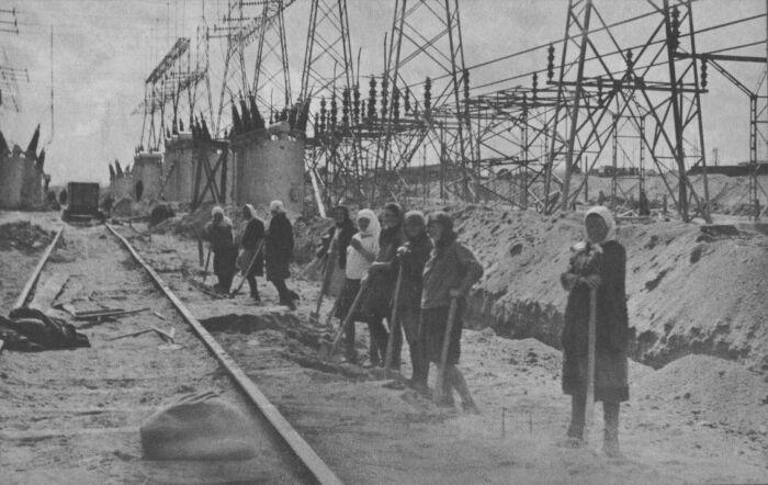 Индустриализация в СССР продвигалась быстрыми темпами / Фото: tr.pinterest.com