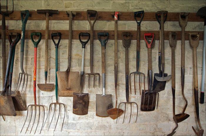 В магазинах появился садово-огородный инвентарь и удобрения в достаточном количестве / Фото: sovetnews.com