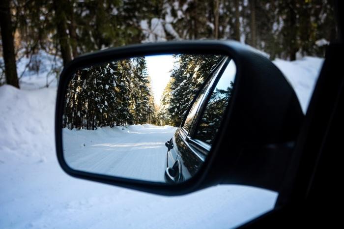 После такой обработки капли дождя и наледь будут нестрашны зеркалам заднего вида / Фото: drive2.ru