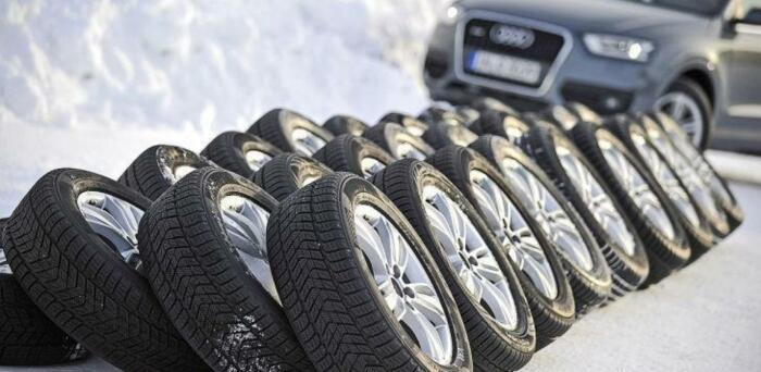 Большинство наших автовладельцев меняют летнюю резину на зимнюю, когда выпадет первый снег / Фото: in.ck.ua