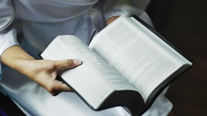 В словарях рядом со словом «восвояси» можно встретить «разговорное», «разговорно-сниженное», а в некоторых случаях «ироничное» / Фото: fb.ru