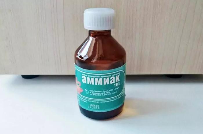 Нашатырно-водный раствор - эффективный отбеливатель / Фото: housechief.ru