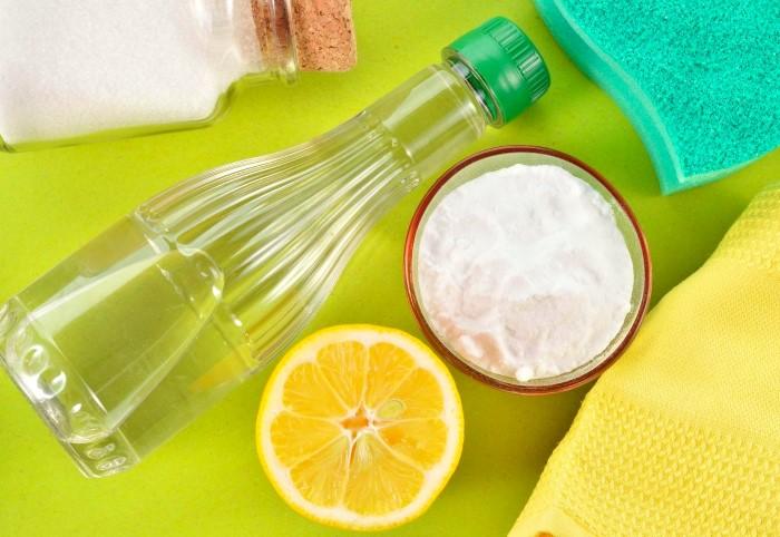 Можно использовать разбавленный уксус, лимонную кислоту и лимон / Фото: posudaguide.ru