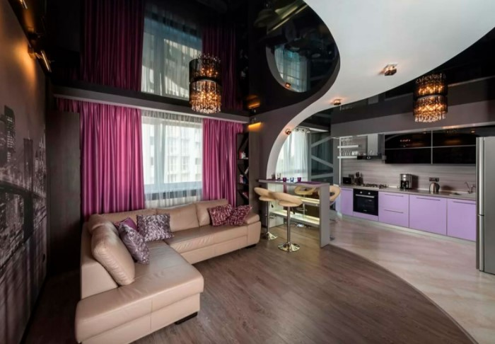 Например, можно сделать матовый или глянцевый черный потолок в гостиной, прихожей, на кухне / Фото: evrodecor.com