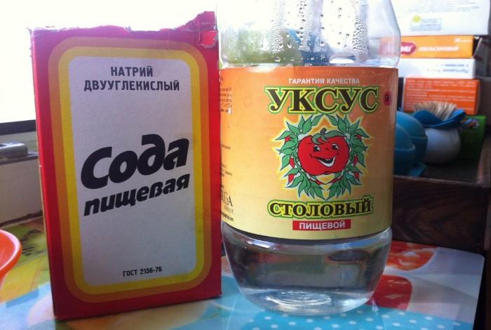 Уксус усиливает свойства соды, и средство действует более эффективно / Фото: polsov.com
