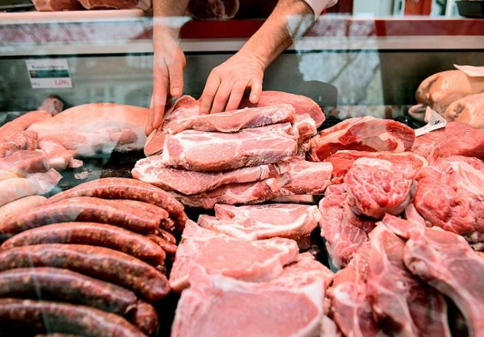 Свежее мясо легко выравнивается, если надавить на него пальцем / Фото: misanec.ru