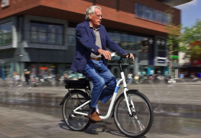В 2002 году 70-летний житель Финляндии ехал на велосипеде, когда его сбил грузовик / Фото: treehugger.com