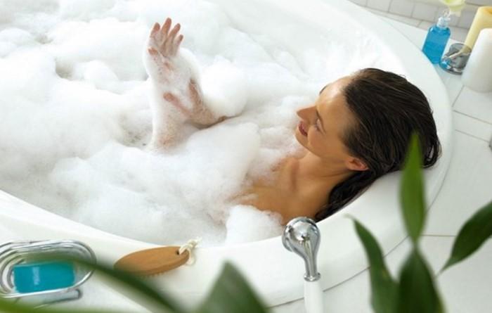 Принимать ванну в чистом и белоснежном резервуаре - истинное наслаждение / Фото: idealprice.cdnvideo.ru