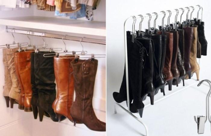 Используйте плечики для брюк нестандартным способом и вешайте сапогу / Фото: budvtemi.com