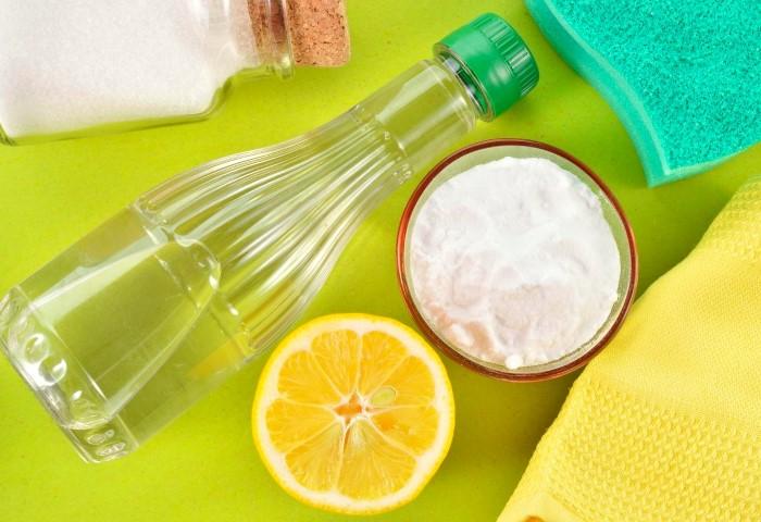 Из расчета на каждый литр воды добавьте по 25 г лимонной кислоты и стакану уксуса 9% / Фото: posudaguide.ru