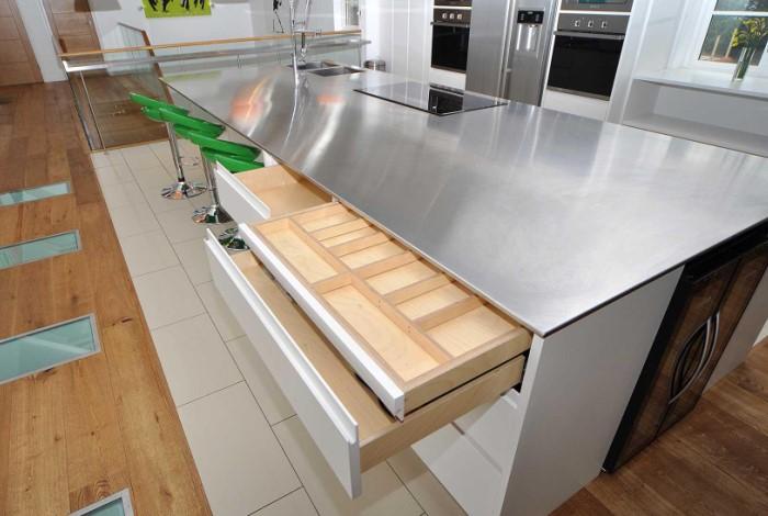 В домашних условиях можно использовать нержавеющую сталь или композитные материалы с аналогичными свойствами / Фото: prometr.com.ua