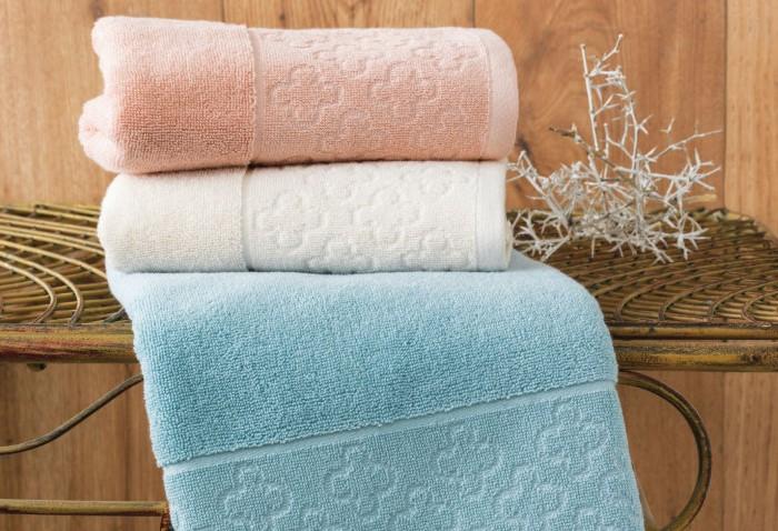Чем больше стирать махровые полотенца с кондиционером, тем сильнее они будут пахнуть сыростью / Фото: homtex.com.ua