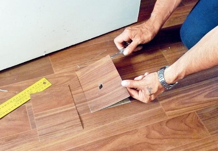 Прожог на линолеуме - не повод выбрасывать изделие, ведь его можно отреставрировать