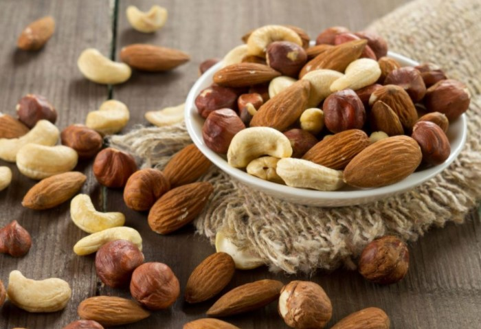 Орехи утолят чувство голода, насытят организм полезными жирами и не навредят фигуре / Фото: foodinformer.ru
