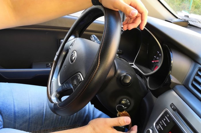 Ключ не сдвигается с места, а колесо не крутится ни в правую сторону, но в левую  / Фото: i.pinimg.com