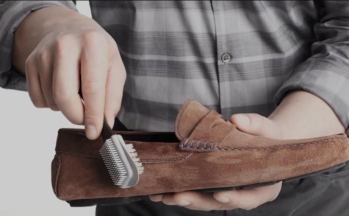 10 хитростей, как избавиться от жирных пятен на замшевой одежде, обуви и сумке
