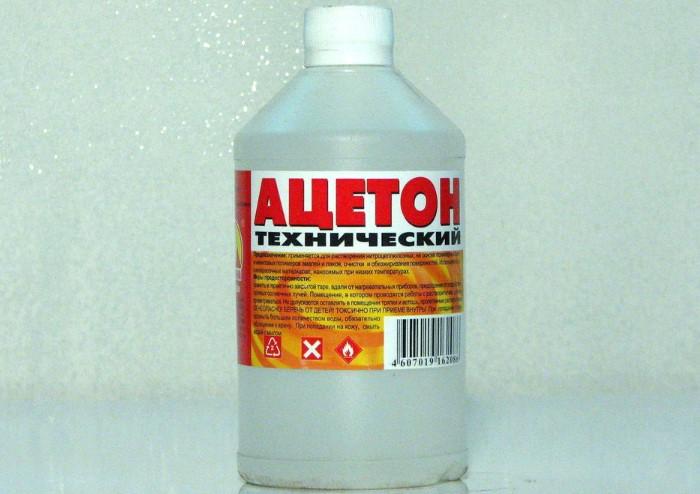 Ацетон подходит для грубых материалов и твердых поверхностей / Фото: carnovato.ru