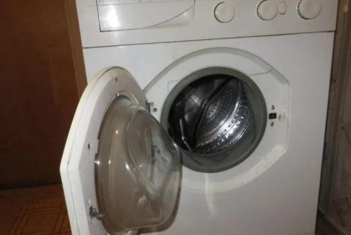 После каждой стирки оставляйте дверцу открытой, чтобы проветрить барабан / Фото: i2.wp.com