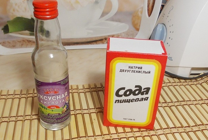 Сода и уксус выведут любое загрязнение / Фото: gidpoplitke.ru