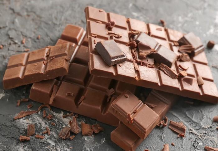У качественного шоколада твердая поверхность, других критериев нет / Фото: pbs.twimg.com