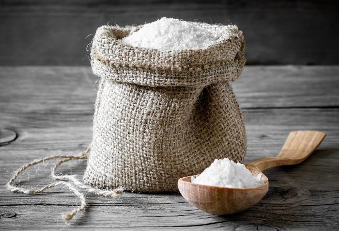 Время для соли не страшно, в отличие от влаги / Фото: akcenty.com.ua