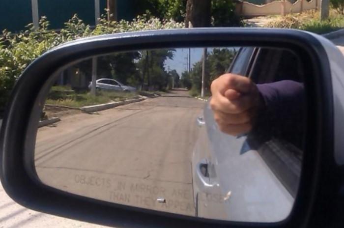 Неформальны жесты водителей помогут избежать проблем на дороге