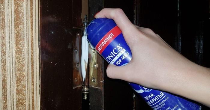 Пена дли бритья полезна в быту: и двери смажет, и стекла очистит