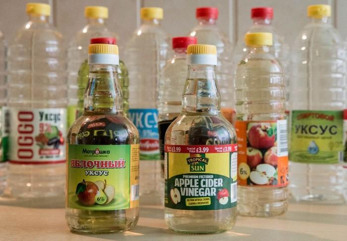 Уксус помогает растянуть одежду, не влияя на цвет изделия / Фото: polsov.com