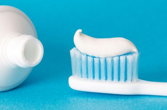 Белая зубная паста поможет избавиться от недавних загрязнений / Фото: image.stern.de