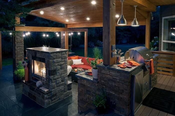 Важно обеспечить полноценное освещение всего периметра, особенно над зоной готовки / Фото: design-home