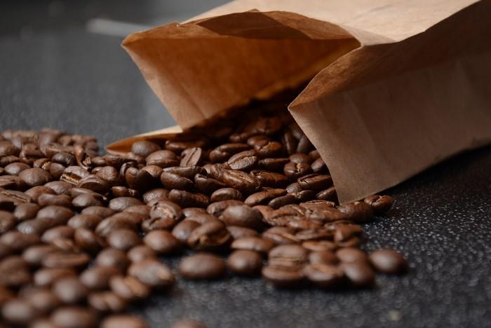 Кофе поможет избавиться от жира и нейтрализует неприятный аромат / Фото: nutsexpert.ru