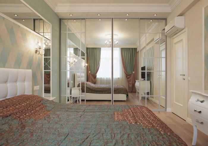Зеркало, расположенное напротив окна, поможет визуально расширить пространство и сделать комнату светлее/ Фото: bucwar.ru