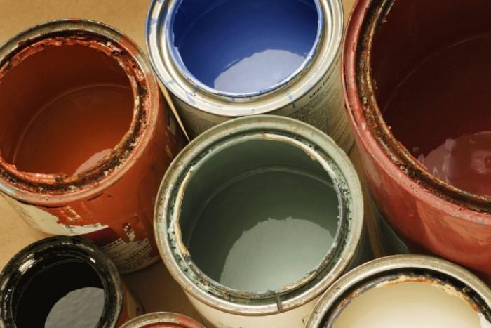 Чтобы сохранить краску, накройте банку пергаментом, а сверху - крышкой / Фото: kraski-net.ru