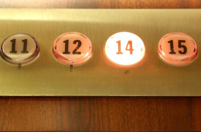 При строительстве многоэтажных домов суеверные владельцы высоток пропускали 13 этаж: за 12 сразу следовал 14 / Фото: s3.nat-geo.ru
