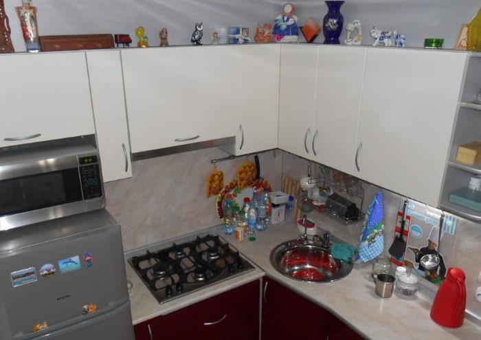 Всякие мелочи только захламляют кухню, а не делают уютнее / Фото: dizainexpert.ru