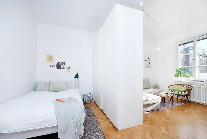 Высокий шкаф выглядит громоздко и занимает драгоценное место / Фото: design-homes.ru