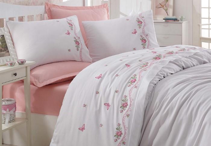 Спать на натуральных тканях - одно удовольствие / Фото: static-eu.insales.ru