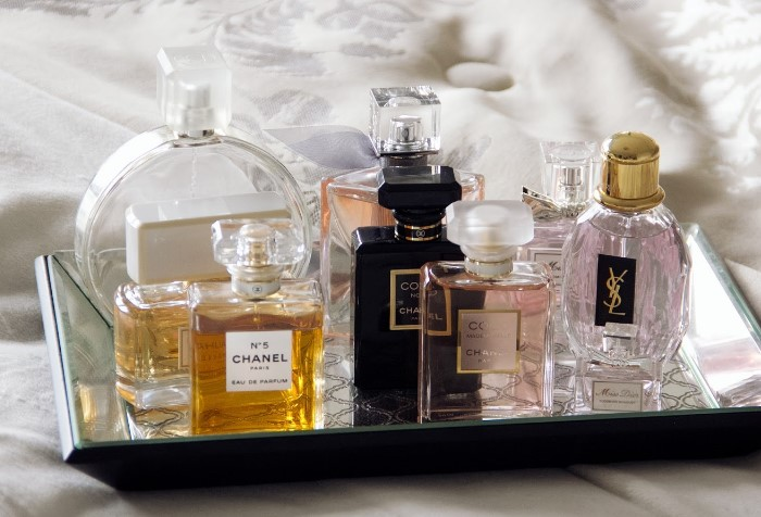 Чтобы парфюмы дольше хранились, держите их закрытыми / Фото: 1.bp.blogspot.com