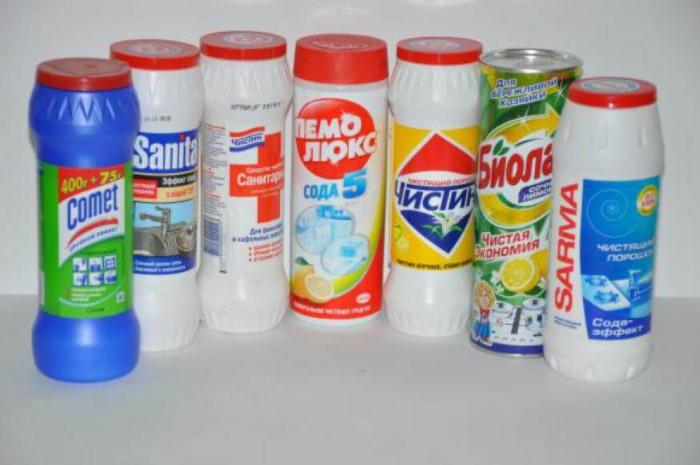 Бытовая химия действует агрессивно, а мельчайшие ингредиенты царапают мебель / Фото: orbislux.com.ua
