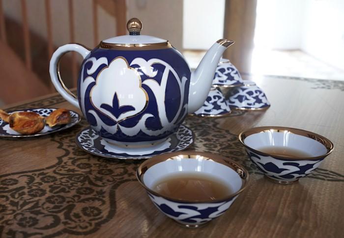 Чай пьют во время всех трапез, в перерывах между едой, при встрече гостя и других ситуациях / Фото: a.d-cd.net