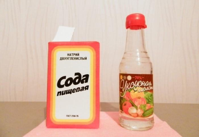 Также используйте уксус с содой для профилактики засоров / Фото: sodavsem.ru