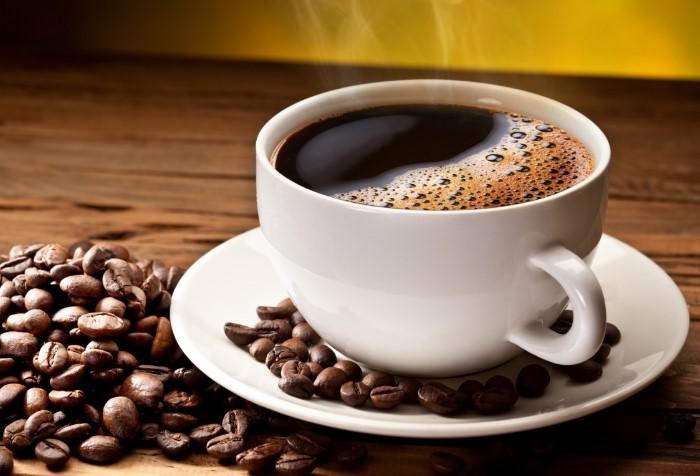 Выпейте чашечку кофе или пожуйте зерна / Фото: firestock.ru
