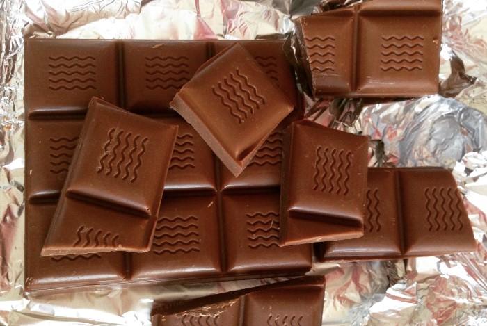 Молочный шоколад не сможет полностью устранить жжение, но намного облегчит страдания / Фото: tfa.org.ua