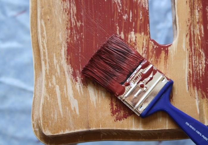 Пятна от краски эффективно оттираются при помощи соды и уксуса/лимонного сока / Фото: stroy-podskazka.ru