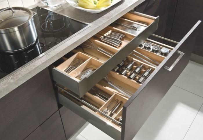 В ящиках намного удобнее размещать предметы / Фото: j.etagi.com