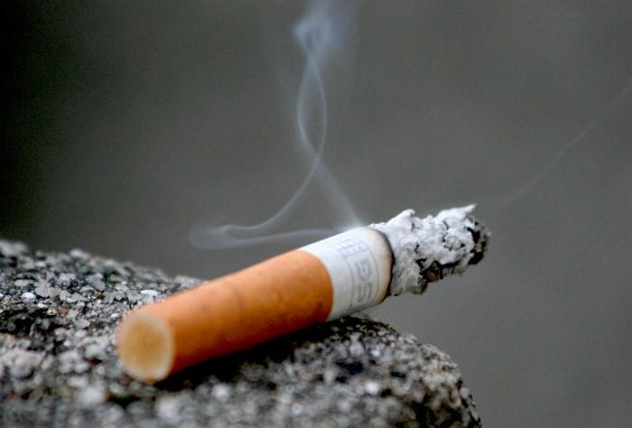 Едкий табачный аромат впитывается и в одежду, и сохраняется во рту / Фото: kpbs.media.clients.ellingtoncms.com